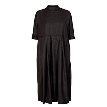 Feminin, flot kjole fra And Less